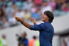 欧洲杯足球巴萨球迷10问主帅巴尔韦德 梅西格列兹曼为何不来电